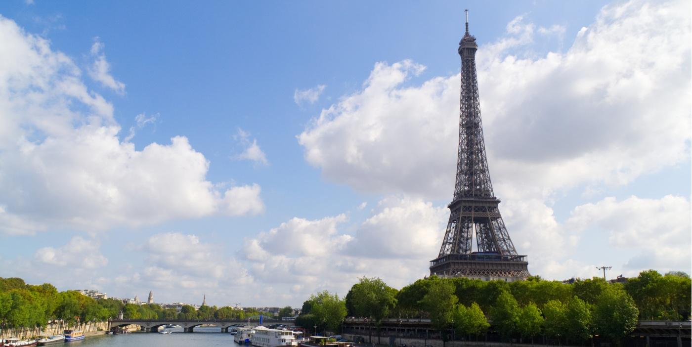 Eiffelturm und Seine in Paris