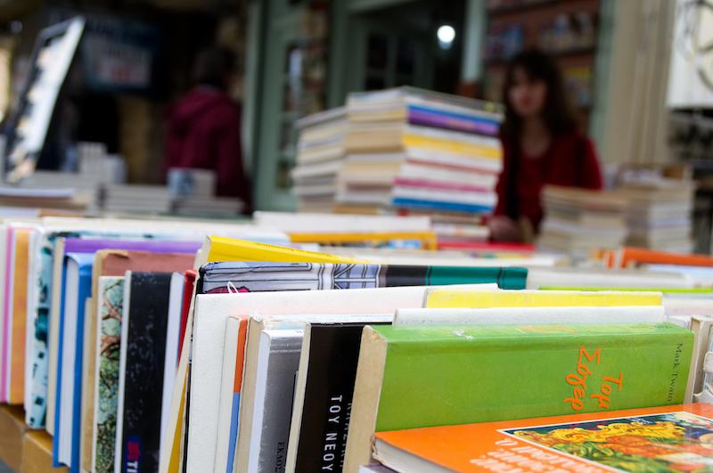 Bücher auf einem Trödelmarkt in Athen