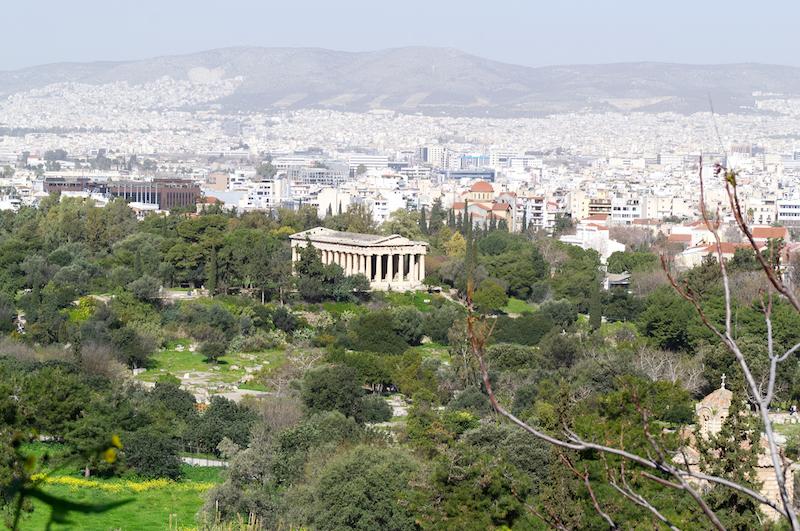 Blick von oben auf Athener Agora mit Tempel
