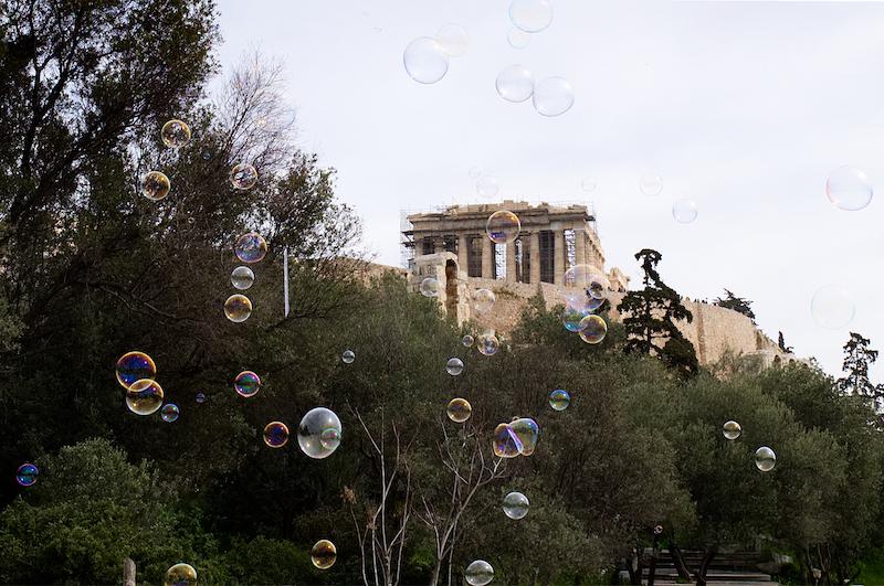 Akropolis mit Seifenblasen