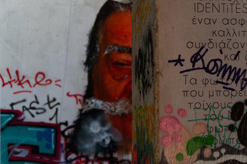 Grafitti in einem verlassenen Haus in Athen
