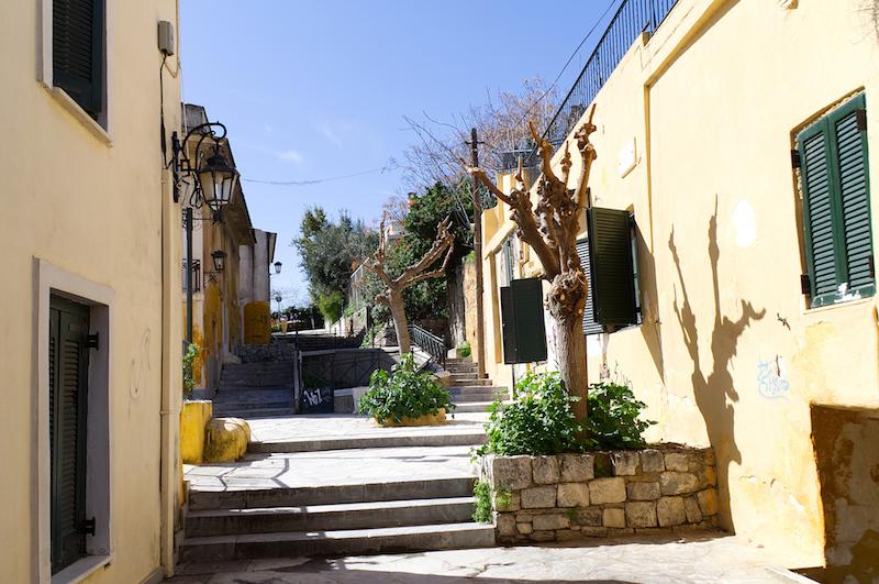 Ruhige Gasse in der Altstadt von Athen