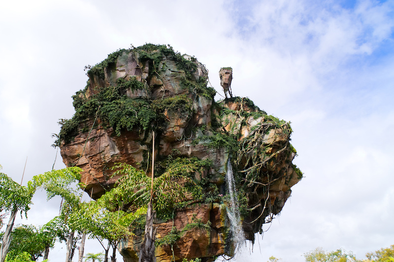 Ein fliegender Berg mit Wasserfall in Disney's Animal Kingdom