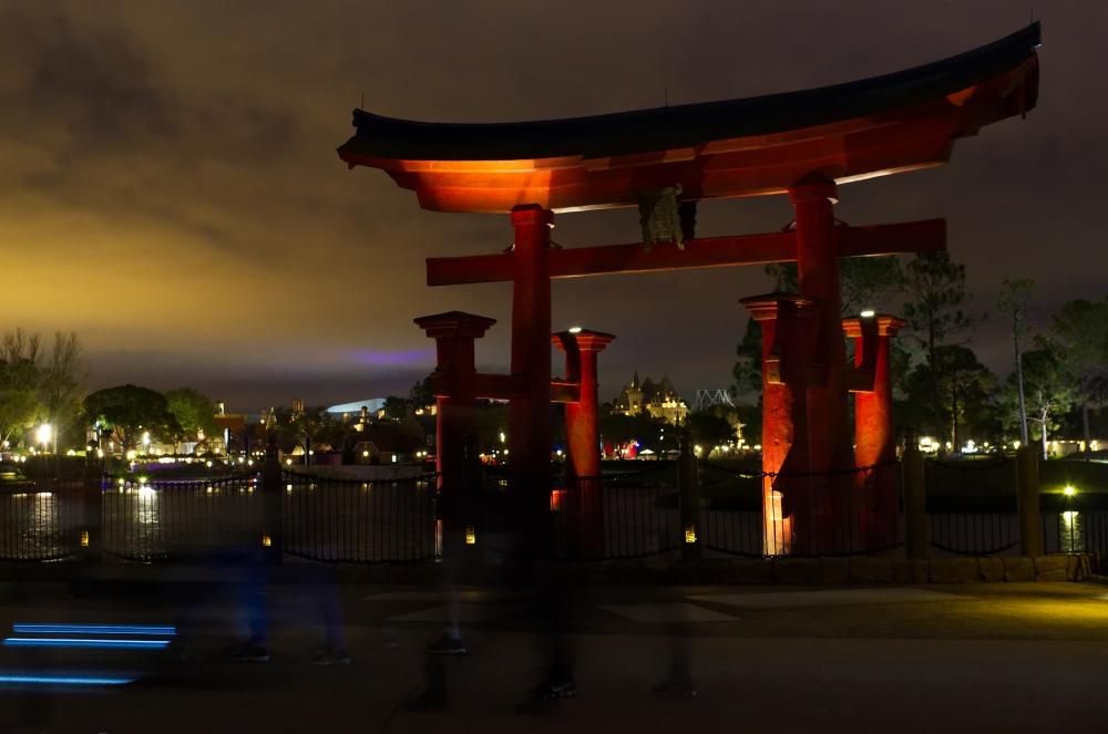 Der Japan-Pavilion in Walt Disney World's Epcot Park bei Nacht
