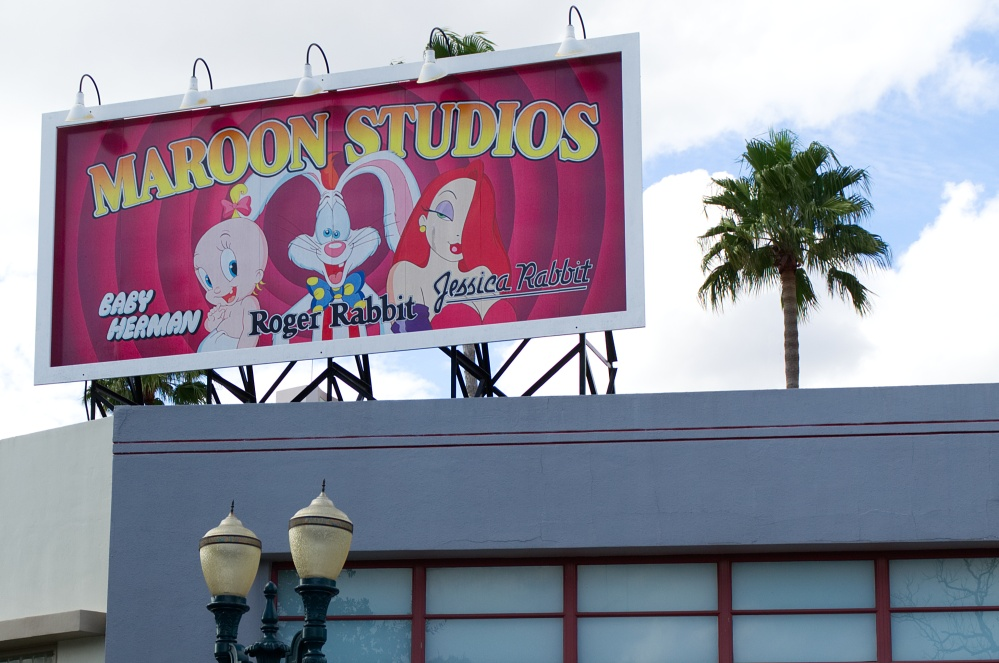 Werbetafel für Maroon Studios mit Roger Rabbit in Disney's Hollywood Studios