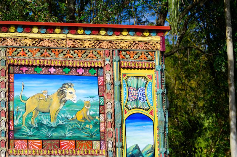 Bunte Malerei eines Löwenrudels in Disney's Animal Kingdom