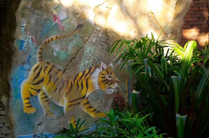 Die Wandbemalung eines Tigers in Disney's Animal Kingdom