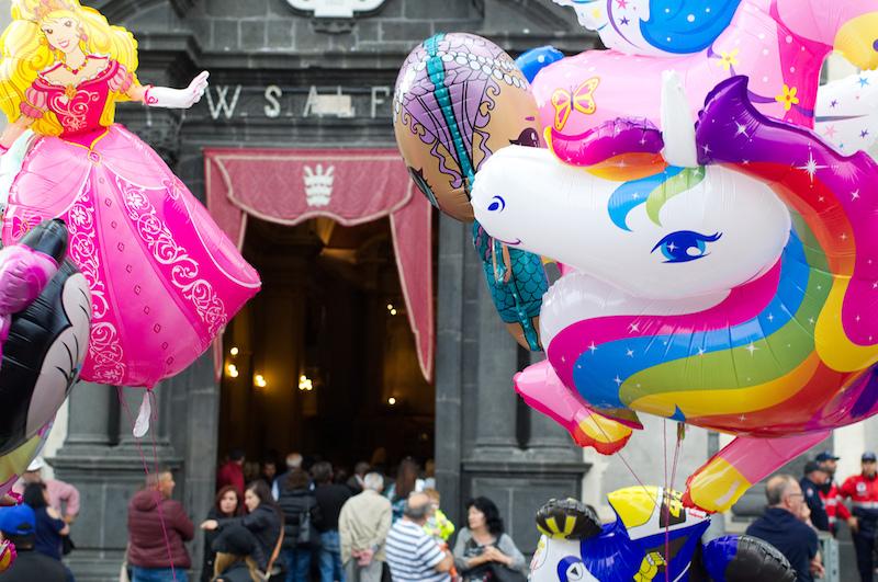 Einhorn-Luftballon auf Sizilien