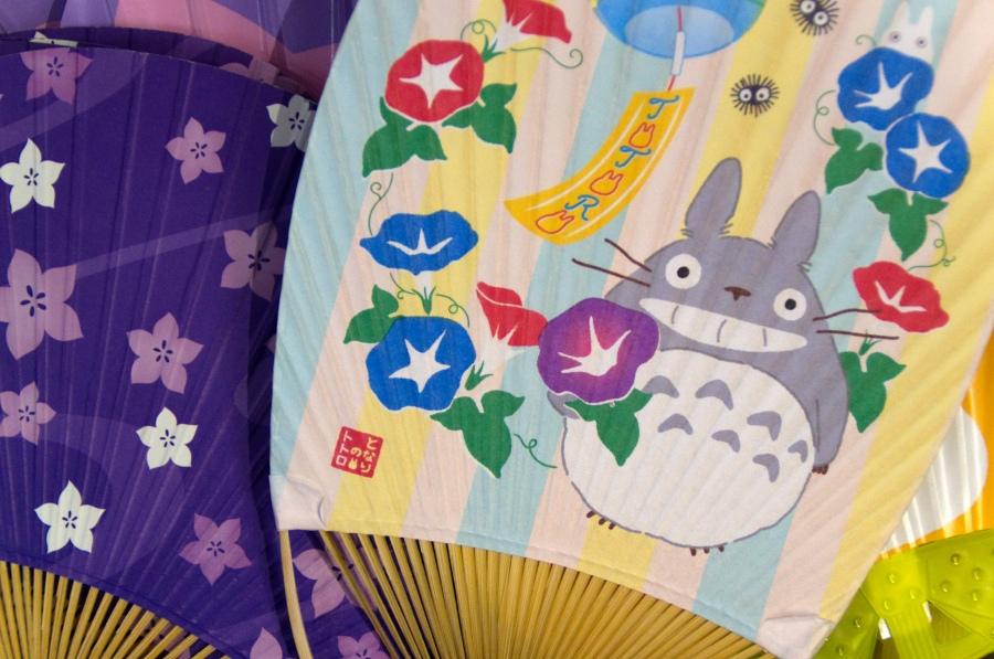 Japanische Fächer mit Studio Ghibli Motiv