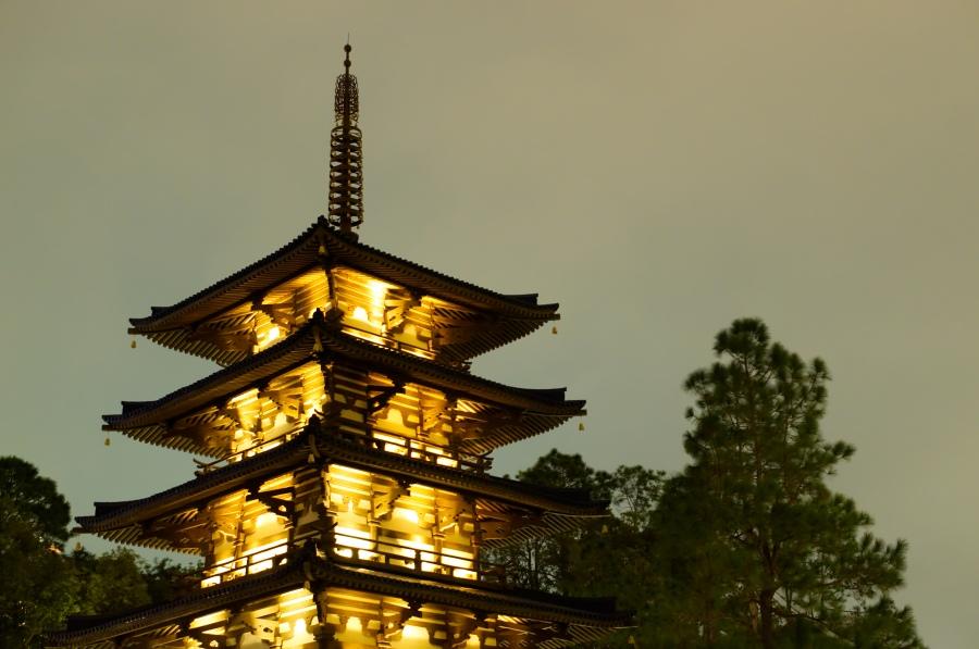 Ein japanischer Turm in Epcot