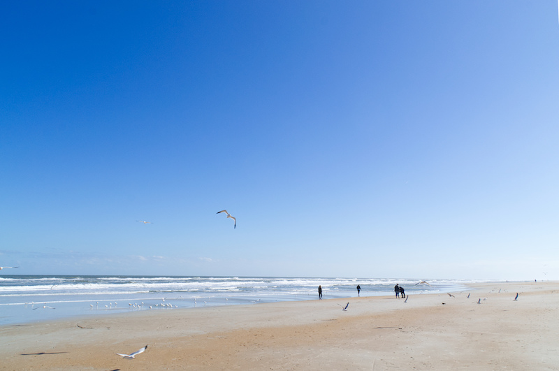 Große Weite und Atlantik am Strand von St. Augustine in Florida
