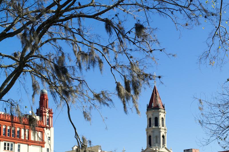 Türme und blauer Himmel in St. Augustine
