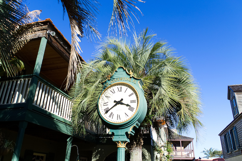 Öffentliche Uhr mit der Aufschrift St. Augustine, Florida
