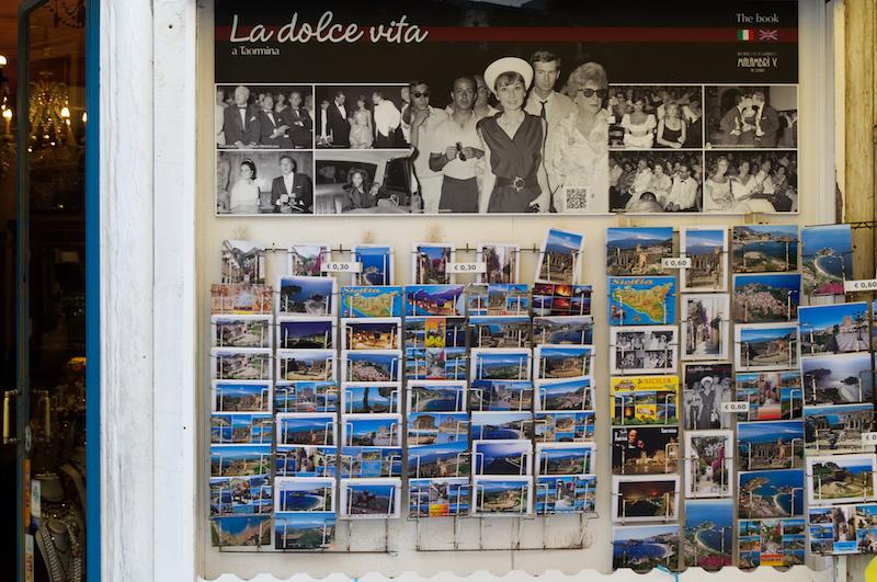 Postkartenständer in Taormina