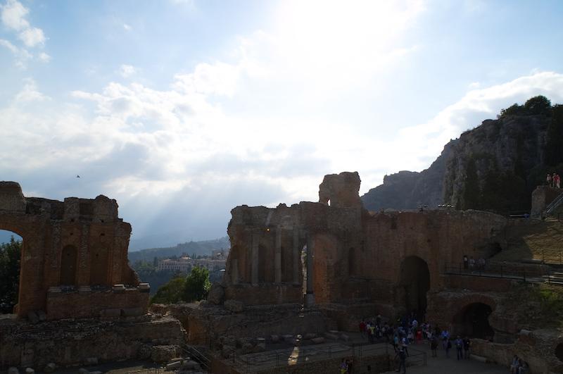 Das Theater von Taormina mit Blick in Richtung Ätna