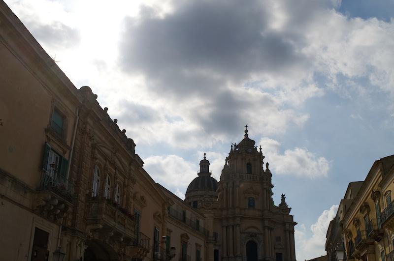 Die barocke Fassade der Kathedrale von Ragusa