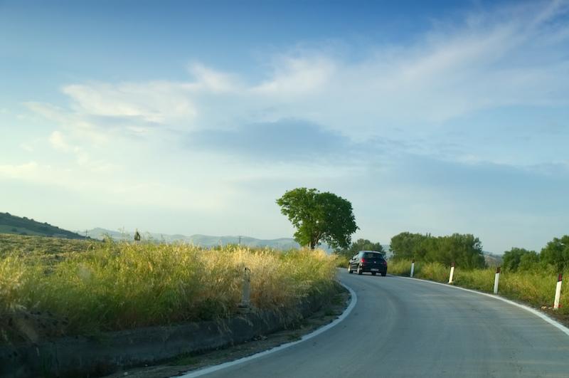 Malerische Landstraße auf Sizilien