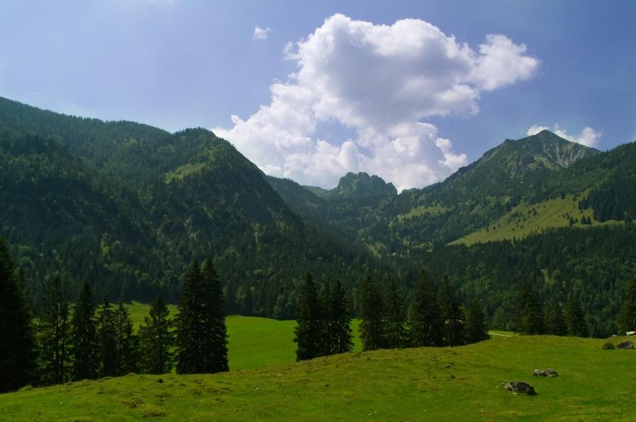 Schöne Almen und beeindruckende Gipfel