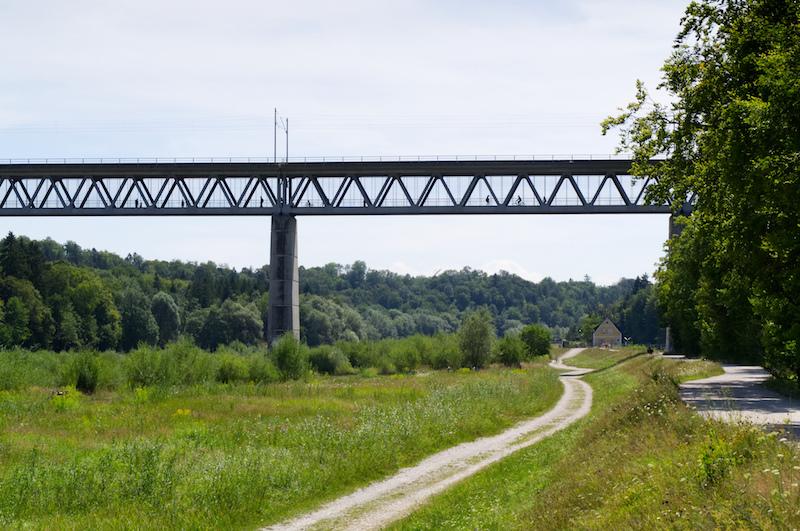 Großhesseloher Brücke im Süden Münchens