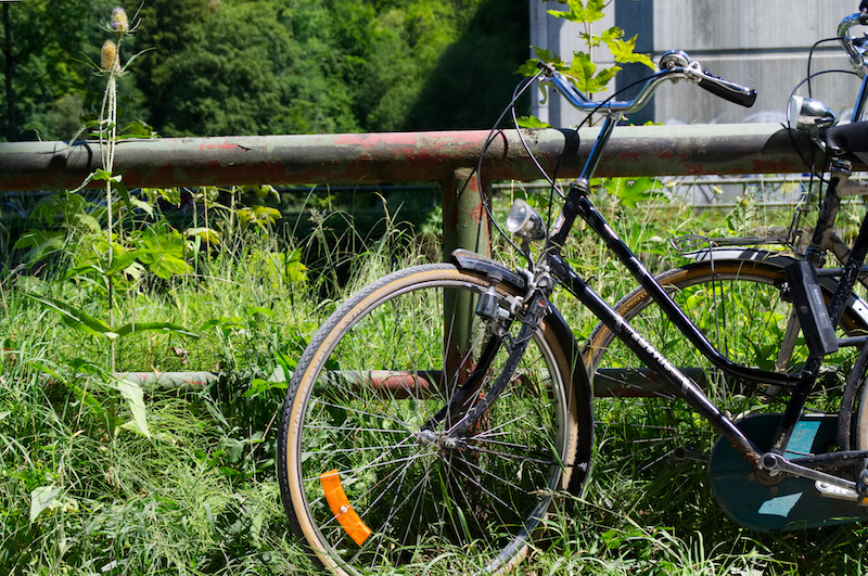 Ein Fahrrad am Isarkanal
