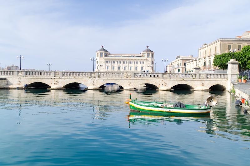Brücke in die Altstadt von Syrakus