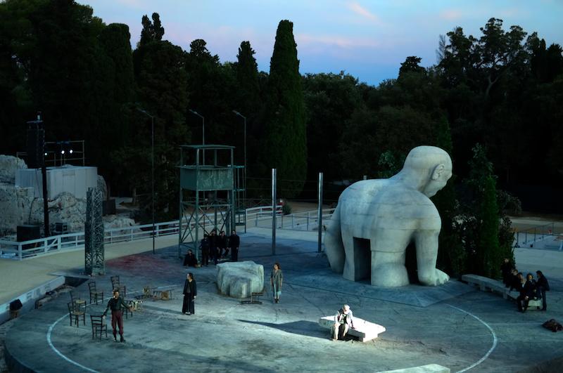 Ödipus im Theater von Syrakus bei Dämmerung