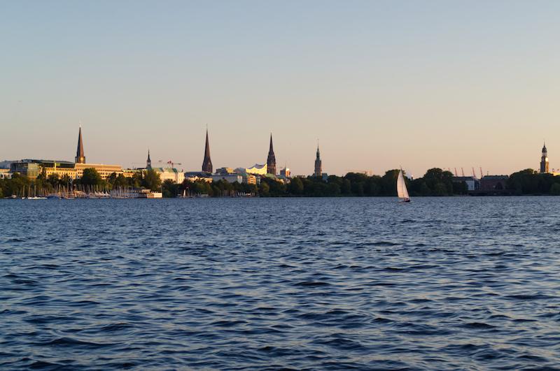 Abend an der Alster in Hamburg