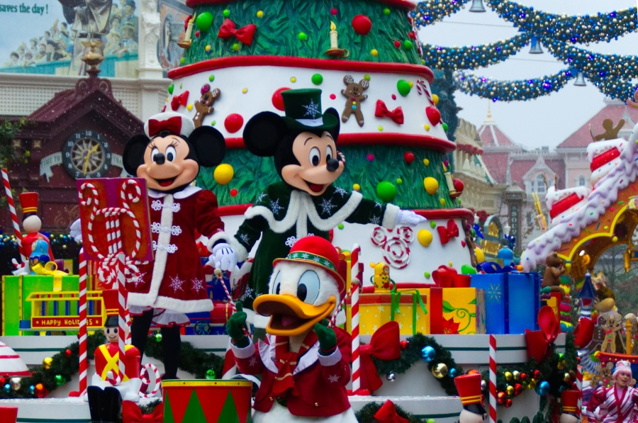 Mickey, Minnie und Donald in Disney's Weihnachtsparade