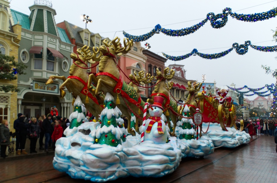 Der Schlitten des Weihnachtsmannes in Disney's Weihnachtsparade