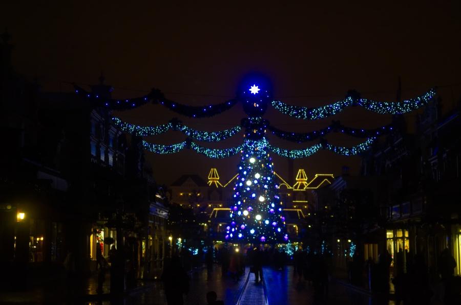 Weihnachtsbaum in Disneyland Paris