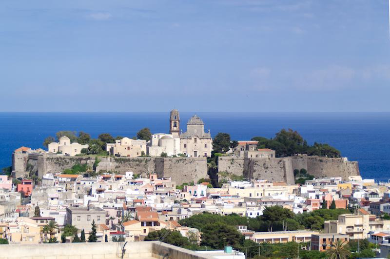 Die Stadt Lipari mit ihrer Zitadelle