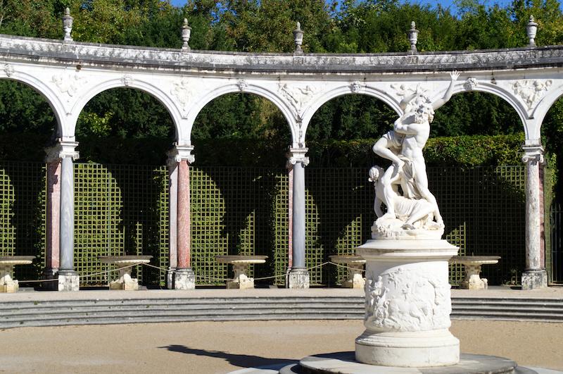 Säulen und Statue in Versailles