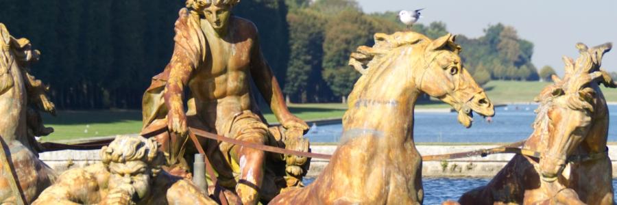 Apollon hinter seinen Pferden