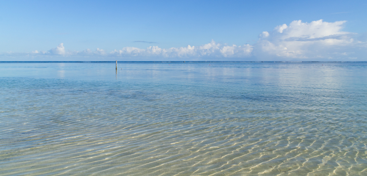 Das glasklar-blaue Wasser der Karibik