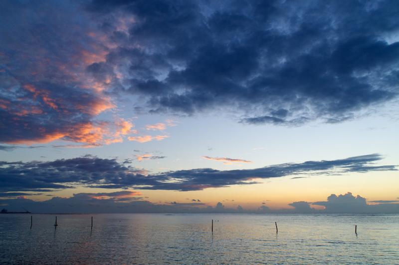 Sonnenaufgang über dem Meer bei Mahahual