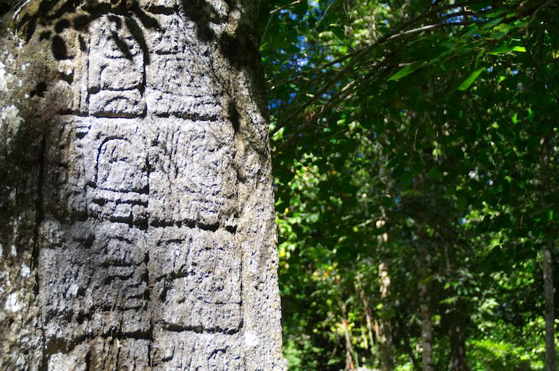 Eine Maya-Stele in Calakmul