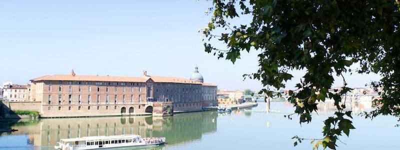 Ausflugsboot auf der Garonne