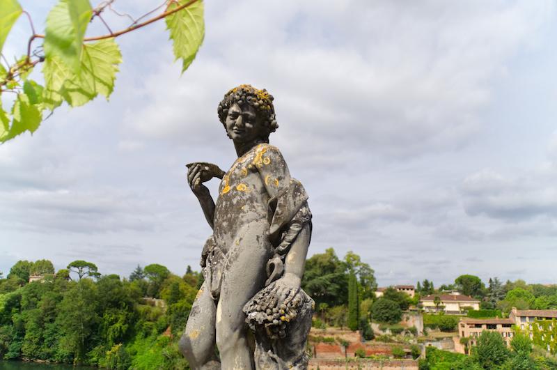 Statue eines Jüngling