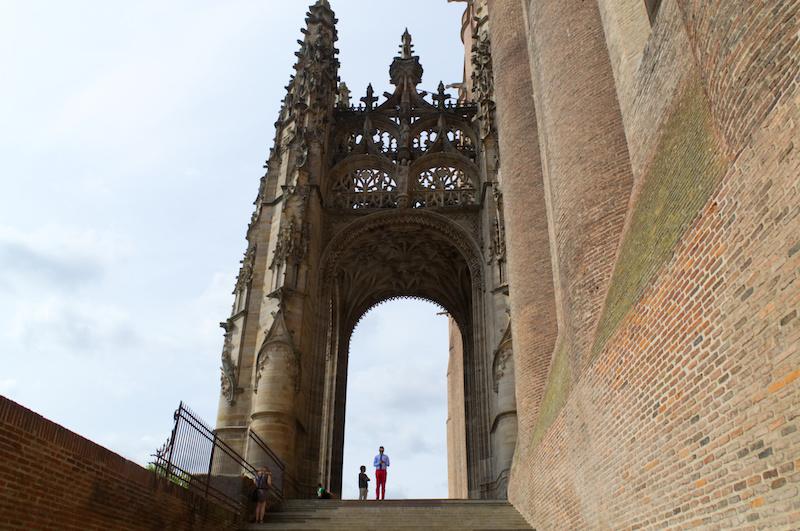 Stufen zur Kathedrale von Albi
