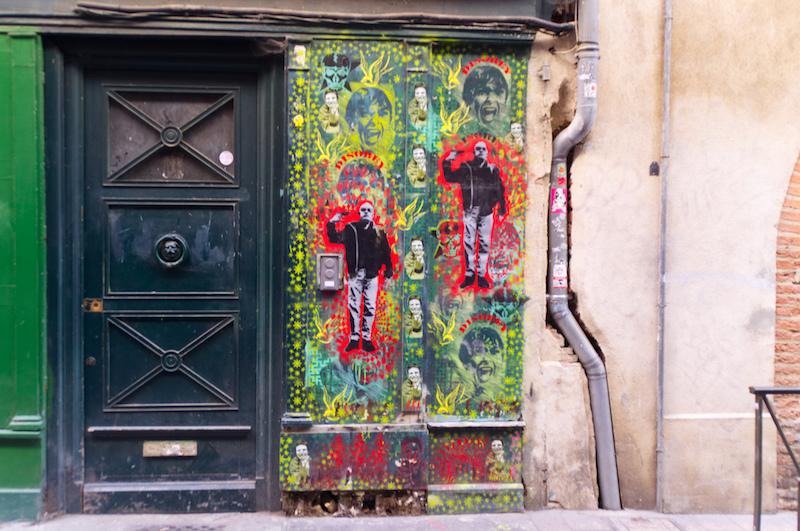 Straßenkunst und Tür