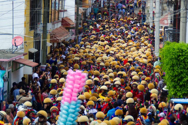 Hunderte von Teilnehmern bei der Gran Fiesta