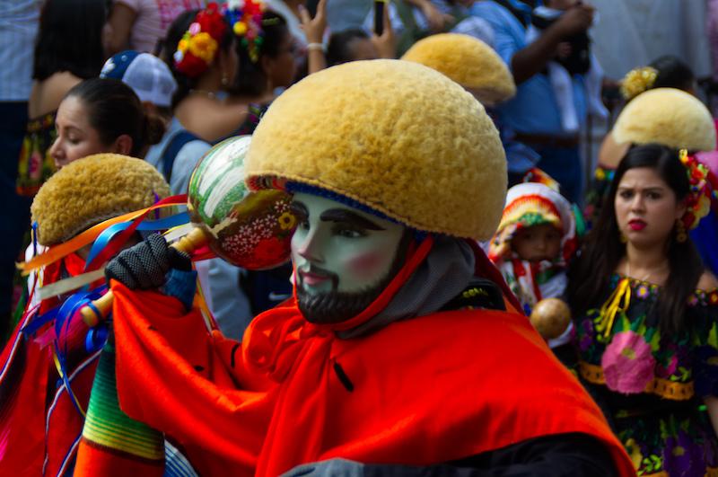 Maske und Kopfschmuck