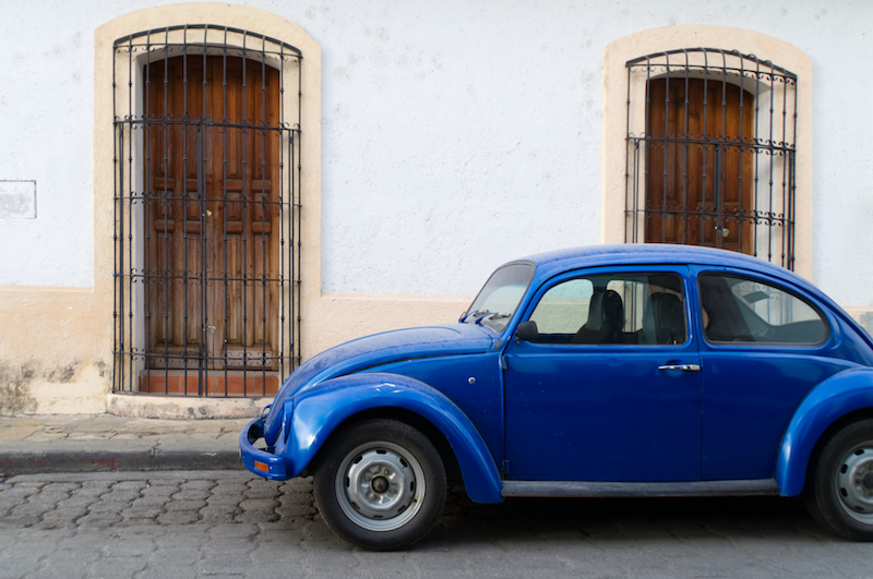 VW Käfer in blau in Mexiko