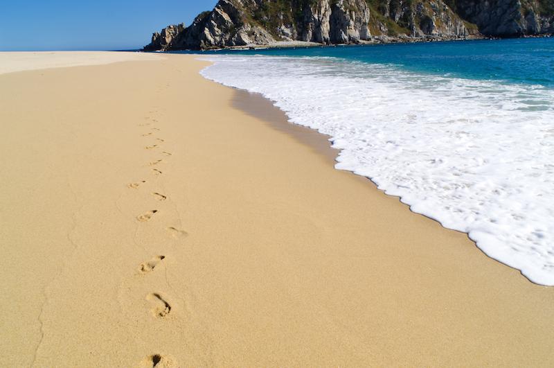 Fußspuren am Strand von Cacaluta