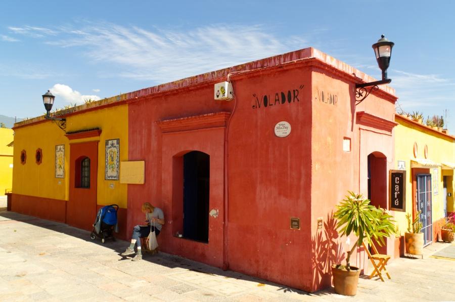 Ein orangenes Café