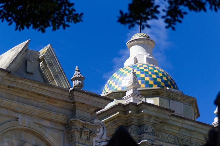 Bunte Kuppel einer Kirche