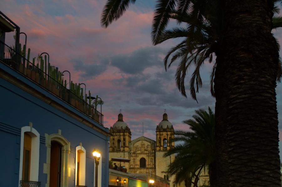 Sonnenuntergang über der Kirche Santo Domingo