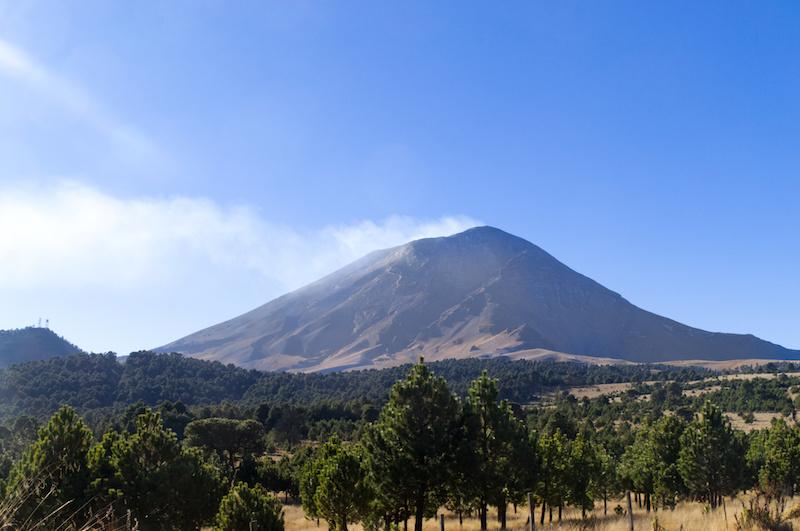 Der Popocatepetl vom Cortes Pass aus gesehen