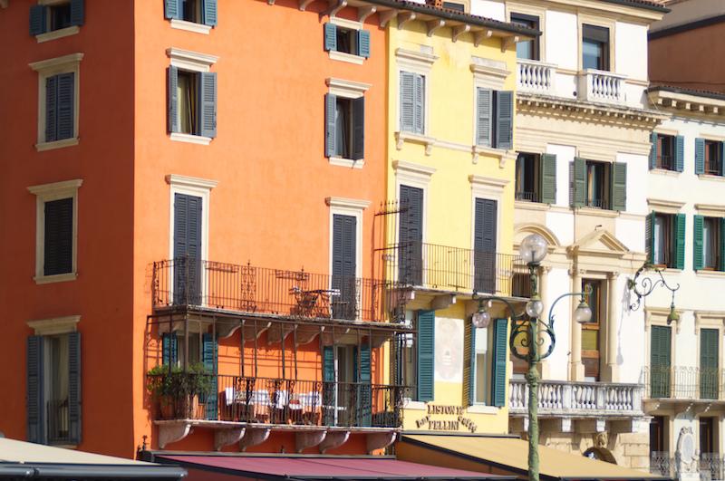 Bunte Häuserfassaden in Verona