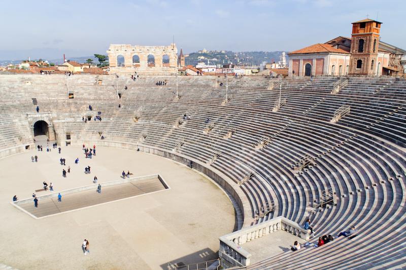 Blick von Oben auf das Innere der Arena